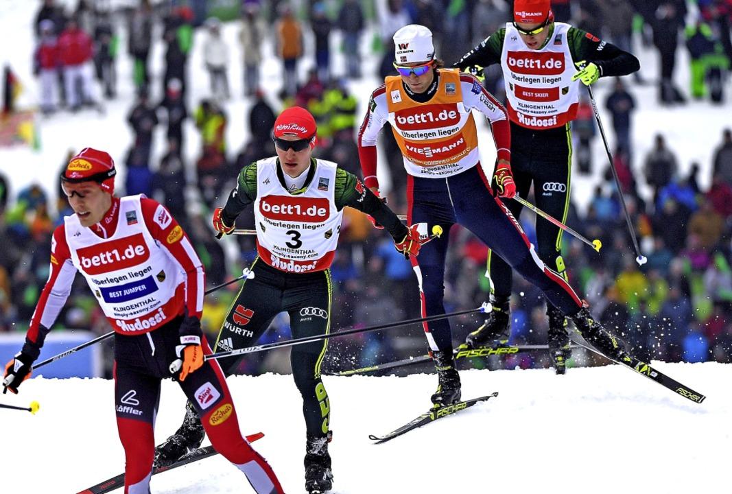 Manuel Faißt (Zweiter von links) und V...mtsieger in der Nordischen Kombination  | Foto: dpa