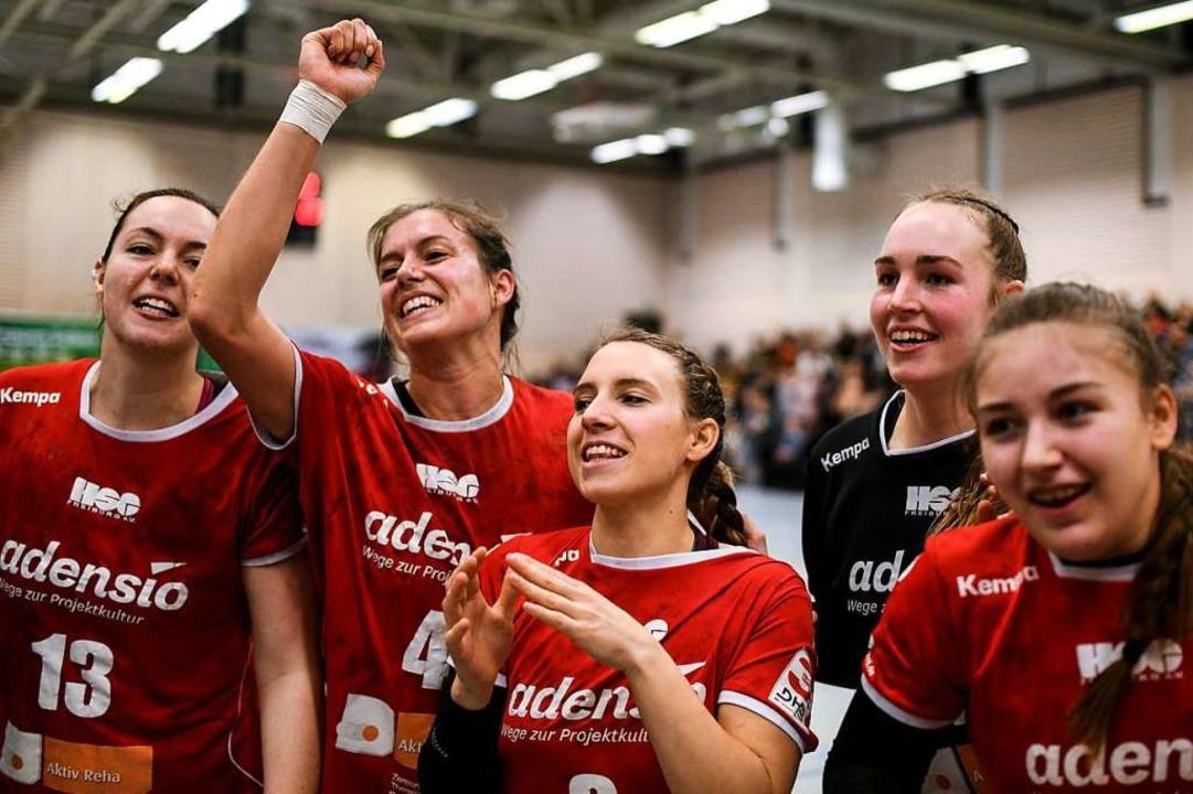 Große Freude über den Sieg im Spitzens...Schilling, Zoe Ludwig und Marie Lipps.  | Foto: Patrick Seeger