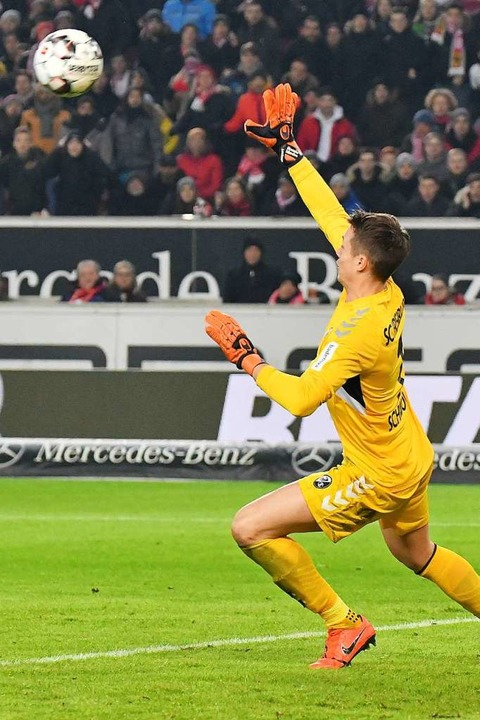 War bei den beiden Gegentoren machtlos: SC-Keeper Alexander Schwolow.  | Foto: Achim Keller