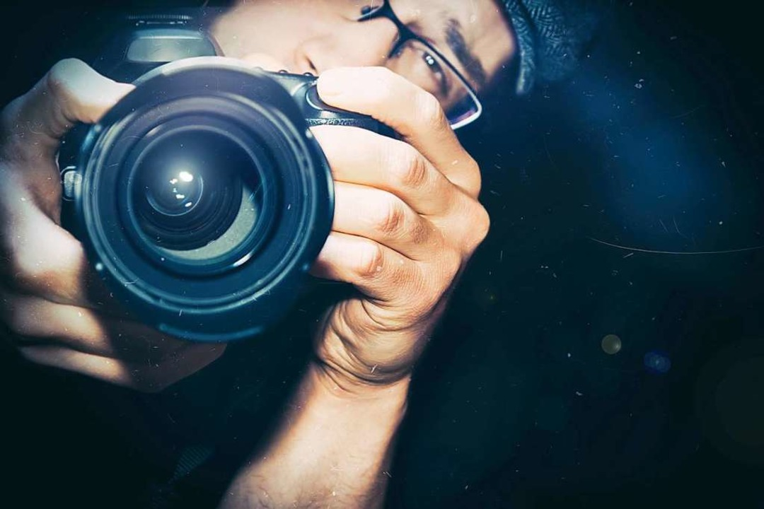 Mit dem Finger auf dem Auslöser   | Foto: adobe.com