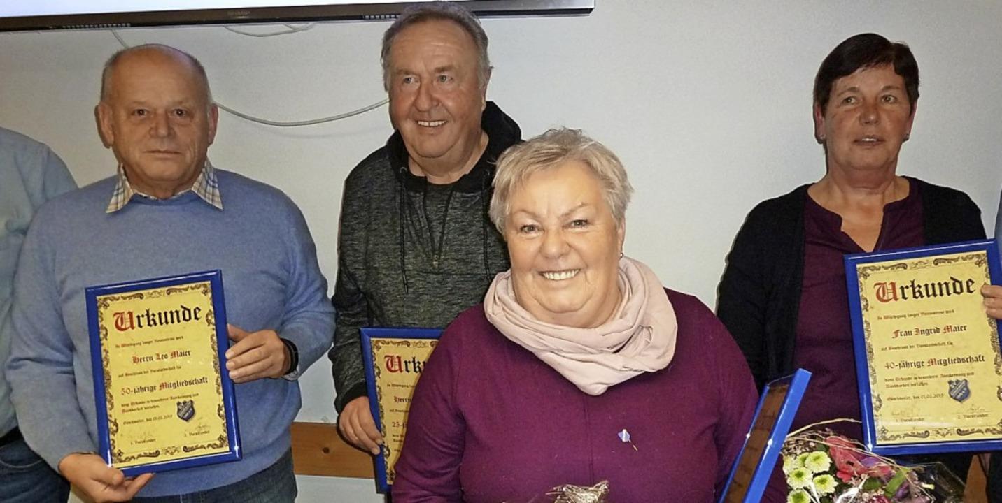 Leo Maier, Heinrich Braun, Ingrid Maie...den für ihre Treue zum Verein geehrt.   | Foto: Heidrun Simoneit