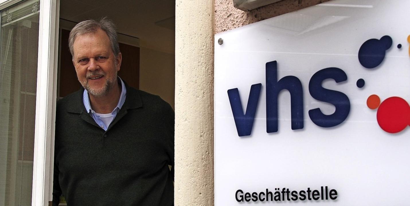VHS-Geschäftsführer Wolfgang Schulz st...as Frühjahrs- und Sommersemester vor.   | Foto: Markus Donner