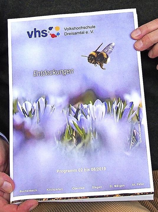 Das neue Kursprogramm der Volkshochschule umfasst fast 350 Angebote.  | Foto: Markus Donner