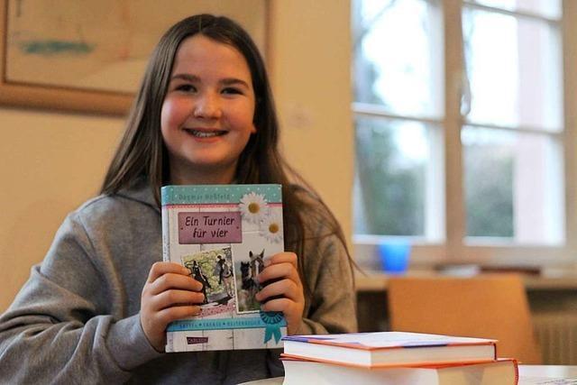 Lenia Häringer gewinnt den Kreisentscheid des Vorlesewettbewerbs
