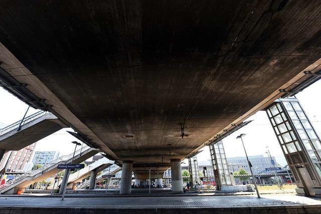 Stadtbahnbrücke wird für Proben angebohrt