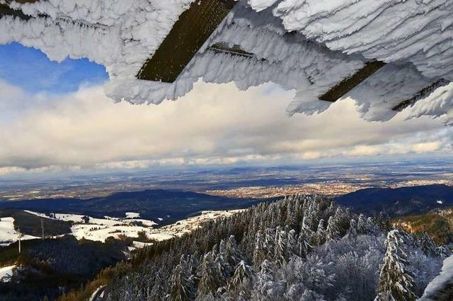Wunderbarer Blick auf das winterliche Freiburg vom Schauinsland