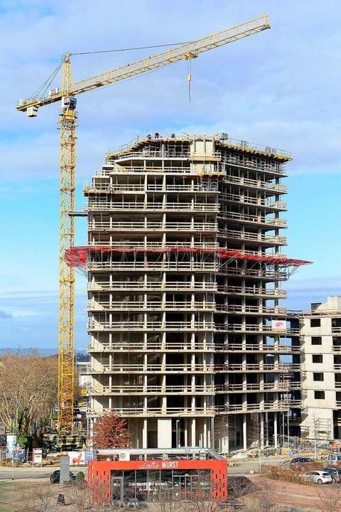 Der Smart Green Tower befindet sich im... Arbeiten kommen nur schleppend voran.    Foto: Ingo Schneider