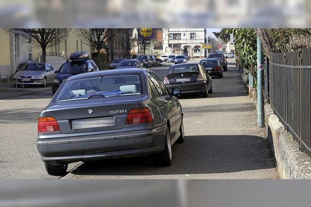 Autos müssen runter vom Gehweg