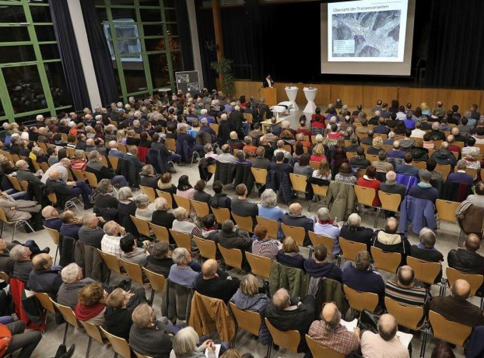 Volles Haus im Max-Planck-Gymnasium bei der Informationsveranstaltung   | Foto: Christoph Breithaupt