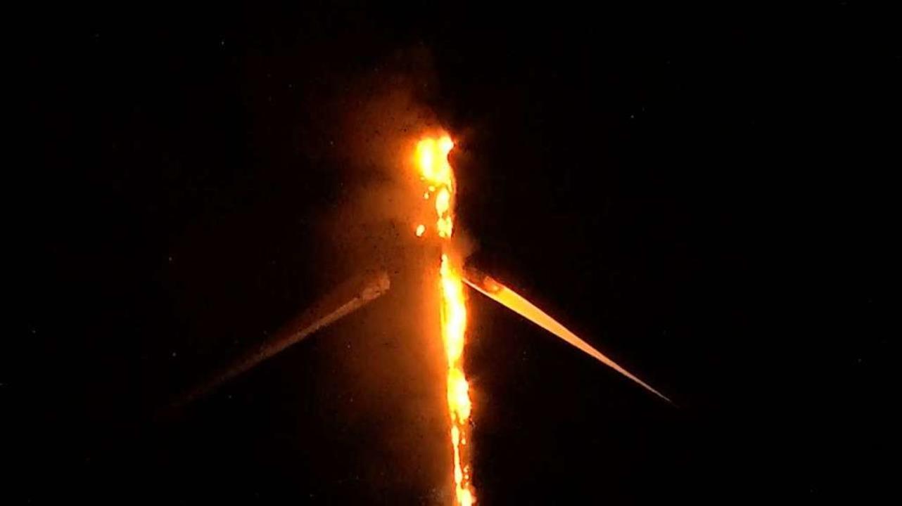Auf dem Langenhard brennt eine Windkraftanlage.    Foto: kamera24.tv
