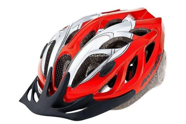 Radfahrer kollidiert mit geöffneter Autotür – Helm verhindert Schlimmeres