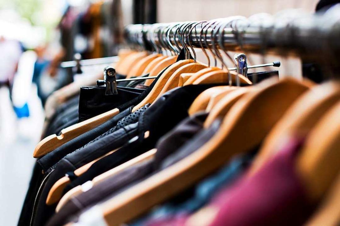Woher kommt der typische Geruch von Second Hand-Läden?  | Foto: Unsplash