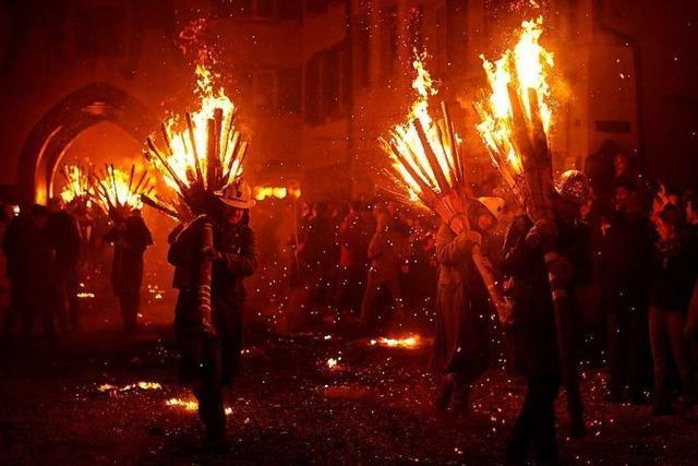 Chienbäse-Umzug: Spektakuläres Feuerwerk in Liestal