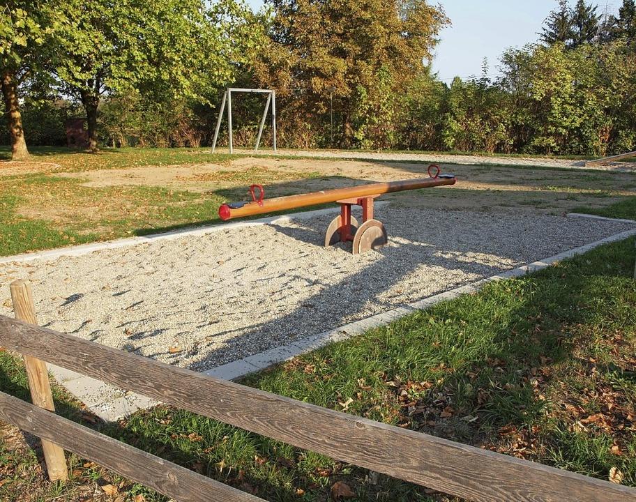 Auf diesem Spielplatz im Fliederweg so...ndergarten gebaut werden (Archivbild).  | Foto: Michael Haberer