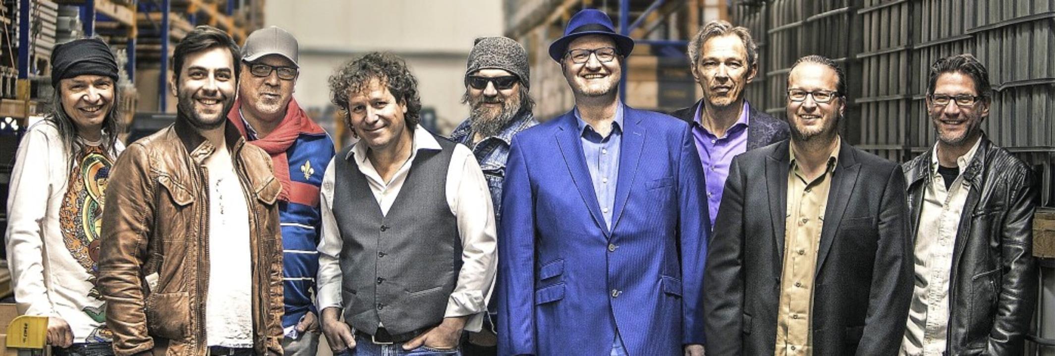 The Magic of Santana: Die Band mit den...treff in der Stadthalle Bonndorf auf.