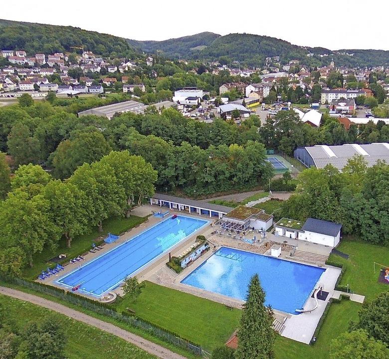 Auch das Schwimmbad in Tiengen ist im ...asses von Waldshut-Tiengen enthalten.   | Foto: Archivfoto: Peter Rosa