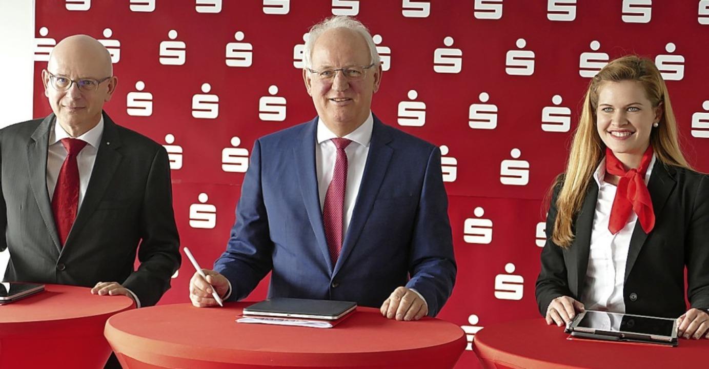 Das Führungsteam der Sparkasse Hochrhe...ink, die Leiterin des Vorstandsstabs.   | Foto: Axel Kremp