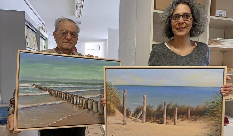 Der Maler Wieslaw Chrapkiewicz hat zwe...terin Fatima Zobeidi-Weber  abgegeben.  | Foto: Roswitha Frey