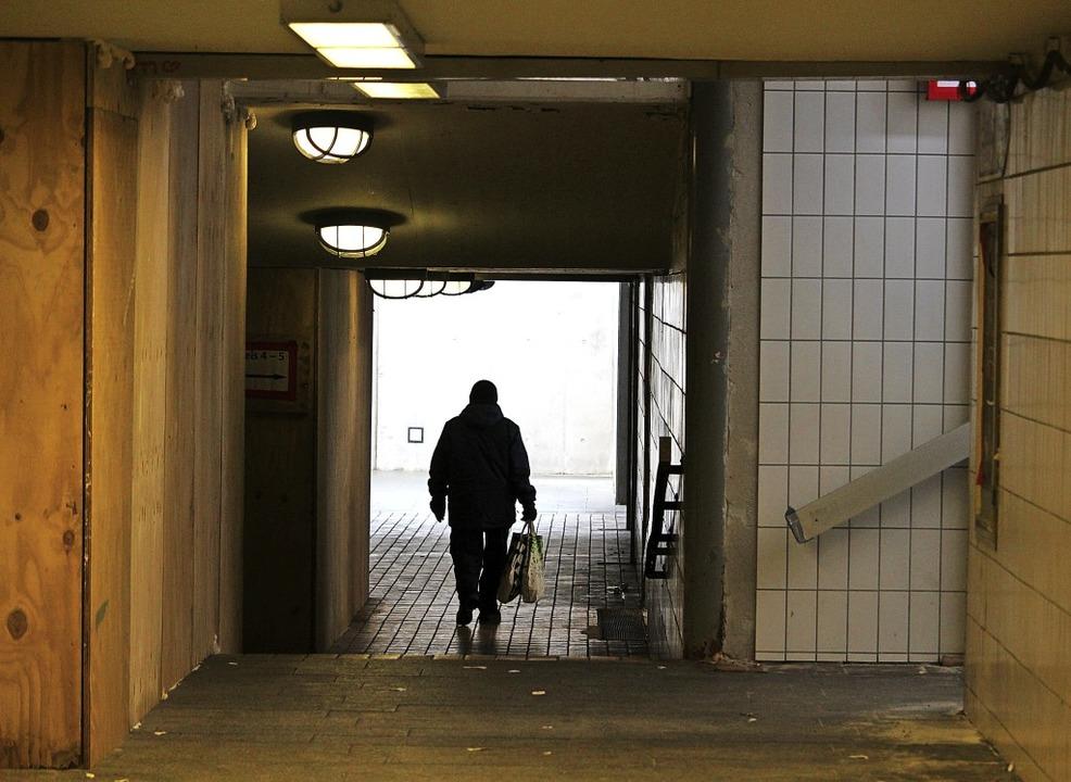 Unterführungen wie hier am Bahnhof zäh... um daraus einen Angstraum zu machen?   | Foto: Guy Simon
