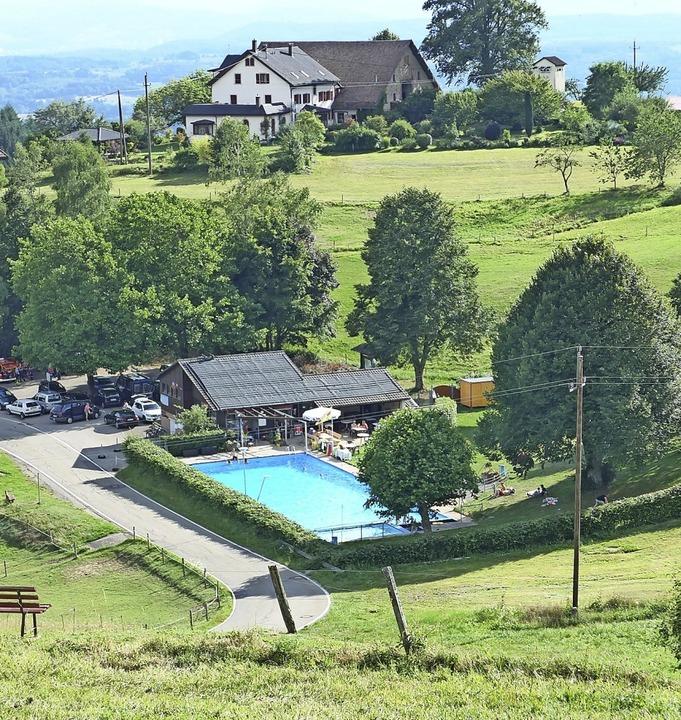 Das Höhenbad in Schweigmatt hat eine L...um ein anderes Freibad in der Region.   | Foto: Angelika Schmidt