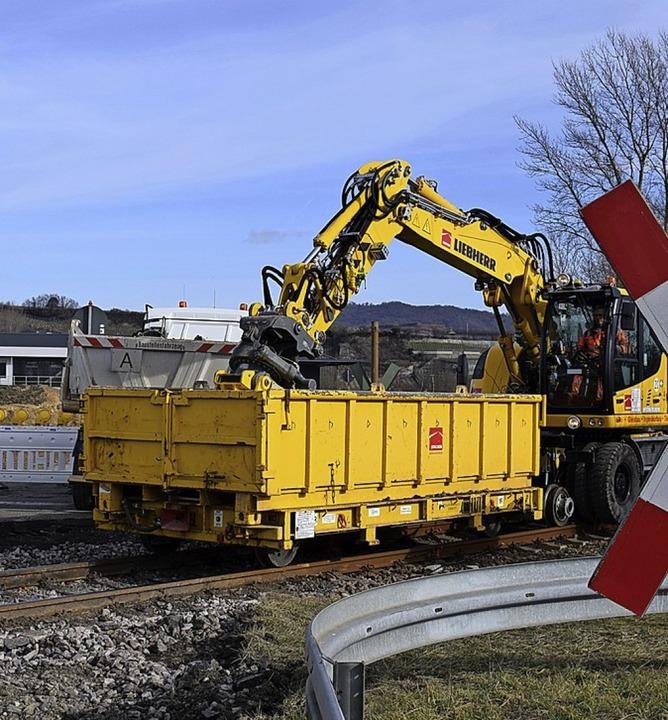 Am Bahnübergang der L114 zwischen Brei...en umfangreiche Bauarbeiten begonnen.   | Foto: Kai Kricheldorff