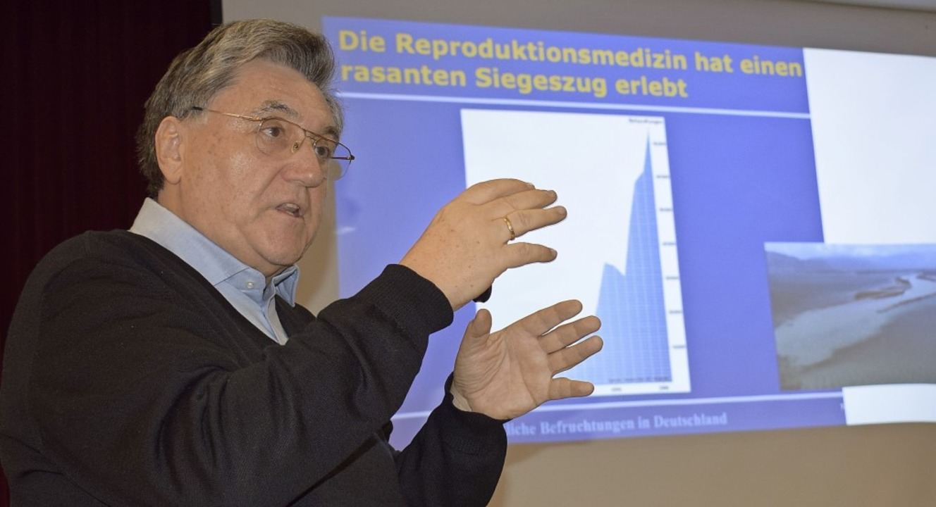 Dr. Erwin Grom erläutert in seinem Vor...und Risiken der Reproduktionsmedizin.     Foto: Eva Buchholz