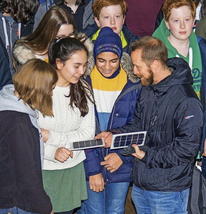 Das Herzstück der Solarflitzer, das So...thalle an die Teams ausgeteilt wurden.  | Foto: OlaF MICHEL