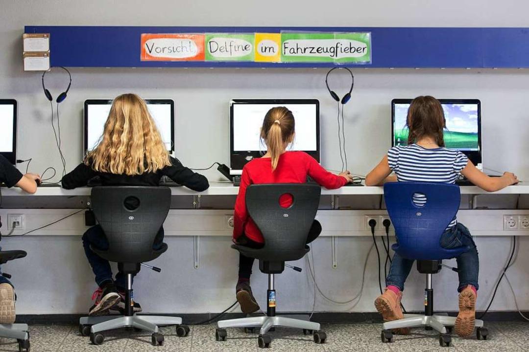 Aktuell ist die Debatte um den Bildung...n des sogenannten Digitalpakts Schule.  | Foto: dpa