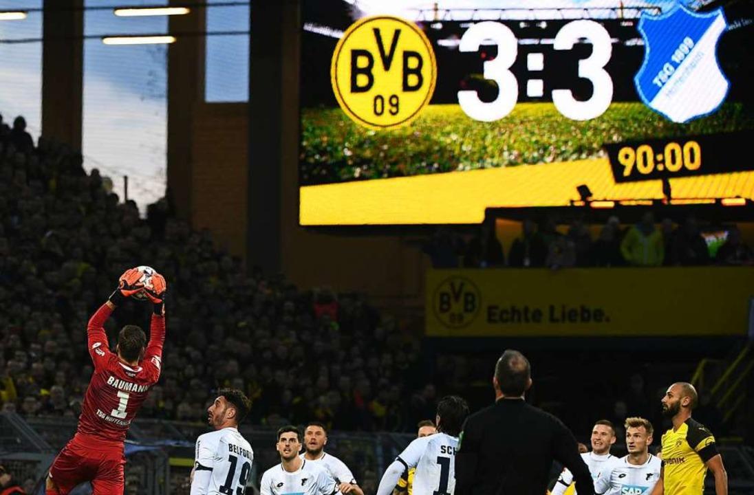Auch in Dortmund endet das Spiel 3:3, ...hierbei eine 3:0-Führung aus der Hand.  | Foto: dpa