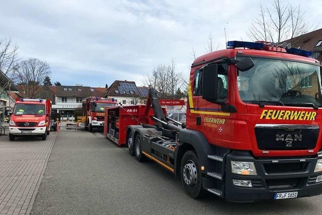 Feuerwehr rückt wegen Überflutung in Einkaufsmarkt in Heitersheim aus