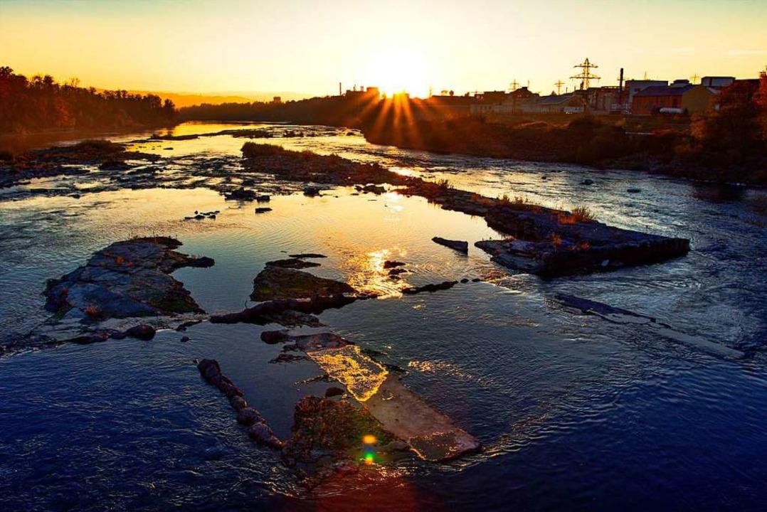Das Dürrejahr 2018 hat dem Rhein Tiefs... und Umgebung um zehn Prozent gekappt.  | Foto:  Lebeuch
