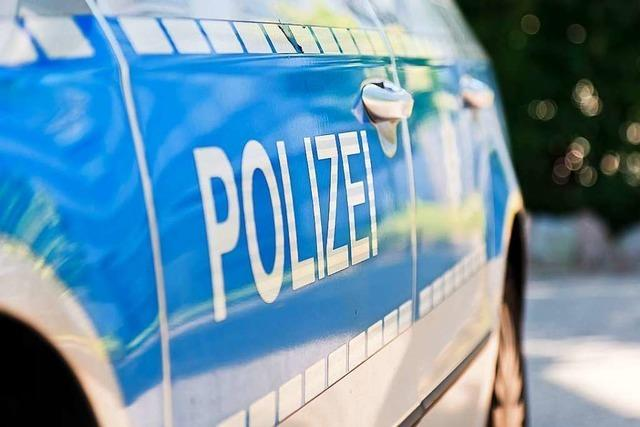 Kopfplatzwunde nach Schlägerei, Tatverdächtiger beleidigt Polizisten