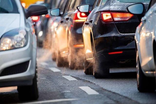 Unachtsamkeit eines Autofahrers sorgt für Unfall und lange Rückstaus