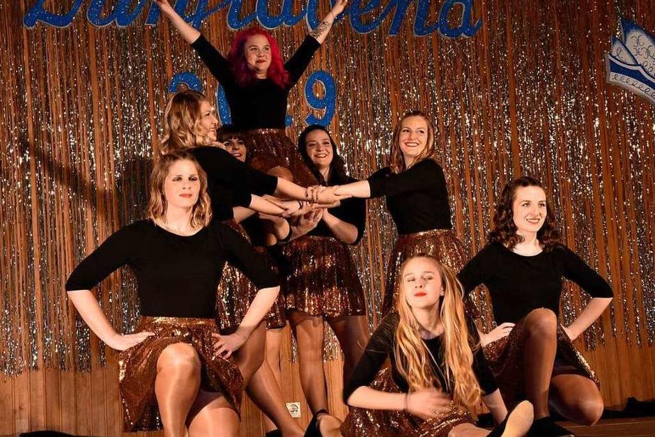 Die Showgirls der Narrenzunft Karsau beendeten den tollen Zunftabend, der mit vielen, vielen Höhepunkten in die Narrengeschichte von Karsau eingehen wird. (Foto: Heinz und Monika Vollmar)