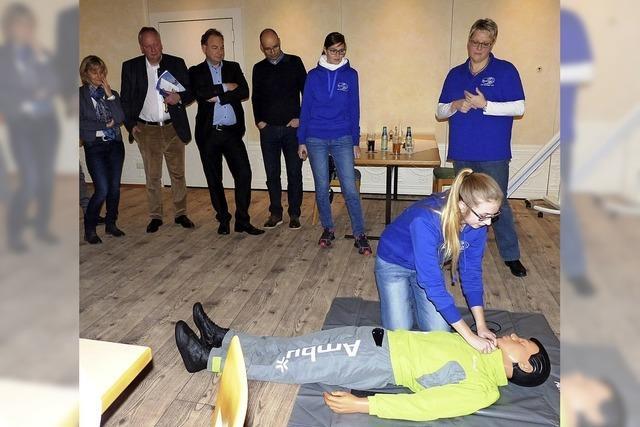 DLRG freut sich über neue Übungspuppe