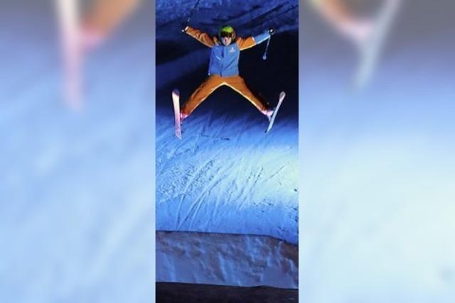 Spektakuläre Sprünge und beleuchtete Ski