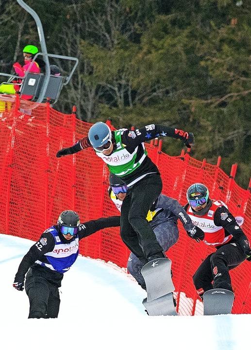 Rasant bergab: Paul Berg (rechts hinten) auf dem Weg ins Finale.  | Foto: Wolfgang Scheu
