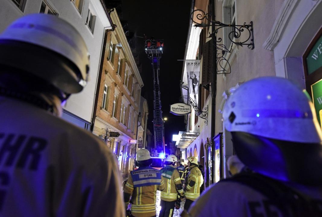 Am Sonntagabend hat es in der Schuster...eiburger Altstadt einen Brand gegeben.    Foto: Rita Eggstein