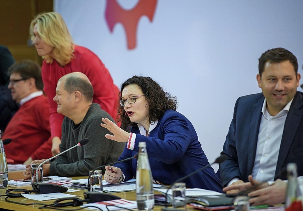 SPD-Parteivorsitzende Andrea Nahles zw...s)  und Generalsekretär Lars Klingbeil    Foto: dpa
