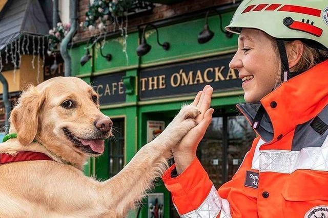 Die Rettungshundestaffel des DRK Freiburg trainiert im Europa-Park den Ernstfall