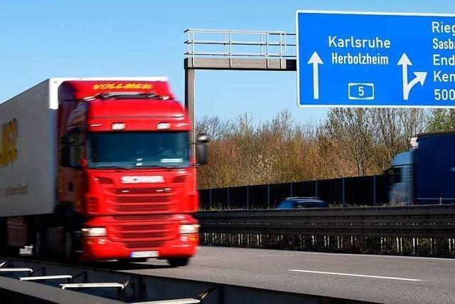 Lkw-Fahrer zu Bewährungs- und Geldstrafe und Führerscheinentzug verurteilt