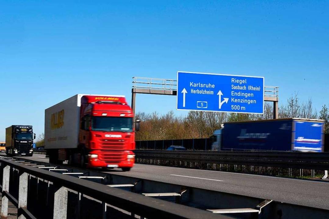 Der Lkw-Fahrer hatte auf der A5 einen Unfall verursacht. (Symbolbild)  | Foto: Jonas Hirt