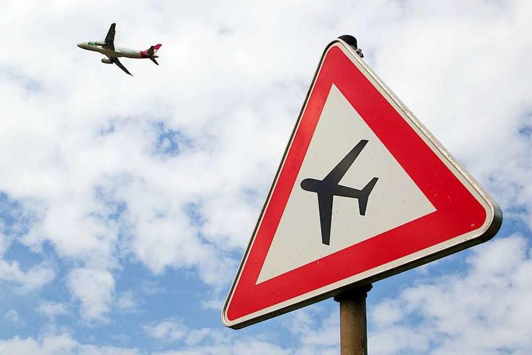 Aufgrund des Sturms mussten zwölf Flüge umgeleitet werden (Symbolbild).  | Foto: dpa