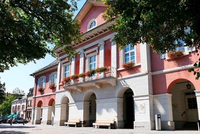 Fenster am Schopfheimer Rathaus eingeworfen
