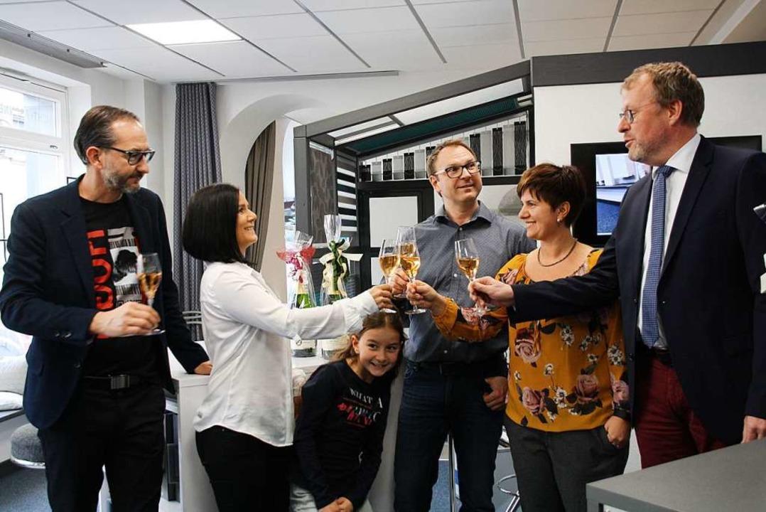 Geschäftseröffnung in Bahlingen: Melan...tretern Yasmin Ponader und Mike Maier     Foto: Christiane Franz