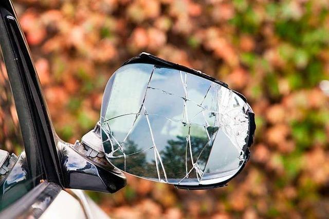 Unbekannte beschädigen mehrere Autospiegel in Wallbach