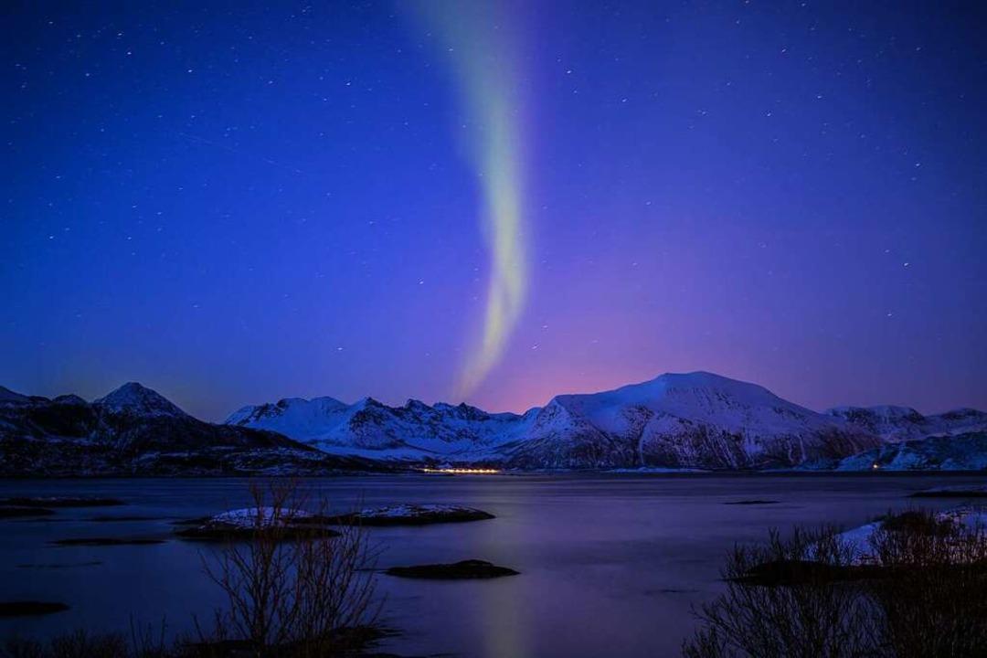 Nachts wabern Nordlichter über den Sternenhimmel.  | Foto: Charlotte Janz
