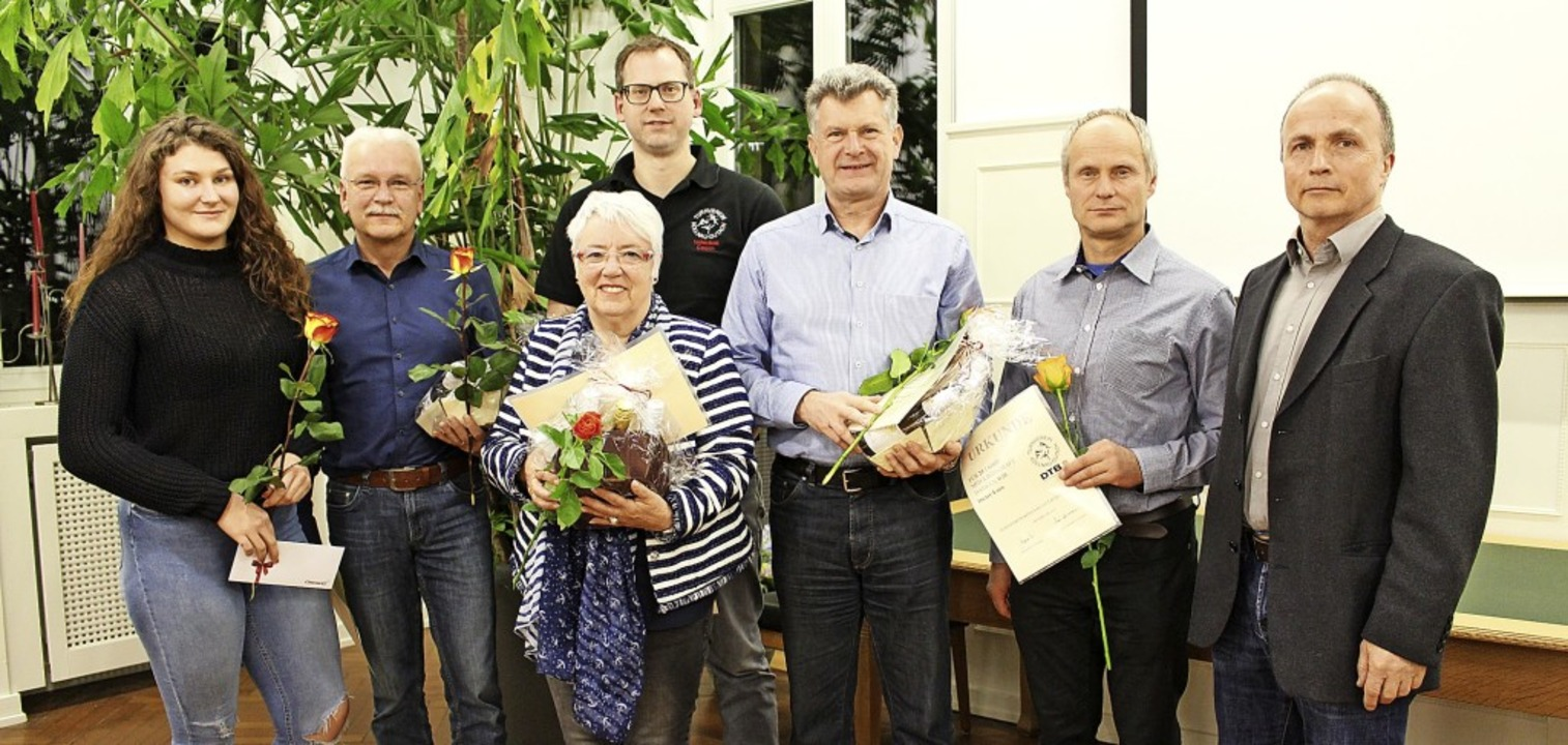 Die Geehrten des TV Kollnau-Gutach: Ja...rsitzenden Johannes Ries (von links).   | Foto: Jana Fischer