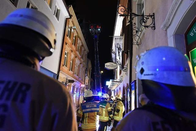 Polizisten retten 78-jährige Frau aus brennendem Haus in der Freiburger Altstadt