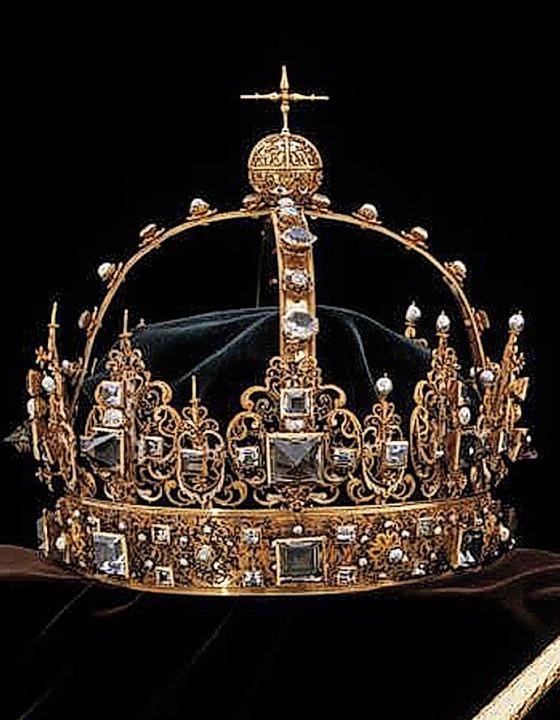 Die entwendete Krone   | Foto: dpa